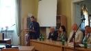 Отець Володимир Буграк під час обговорення теми