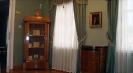 Бібліотечна шафа з портретами представників Віленської еліти. На стіні – портрет Ефзебіуша Словацького